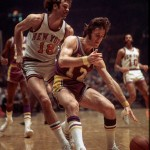 Phil Jackson défend sur Pat Riley pendant un Lakers-Knicks de 1972