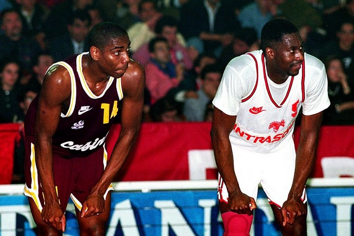 Jim Bilba et Walter Berry, match 1. Photo page Facebook officielle de l'Olympiakos