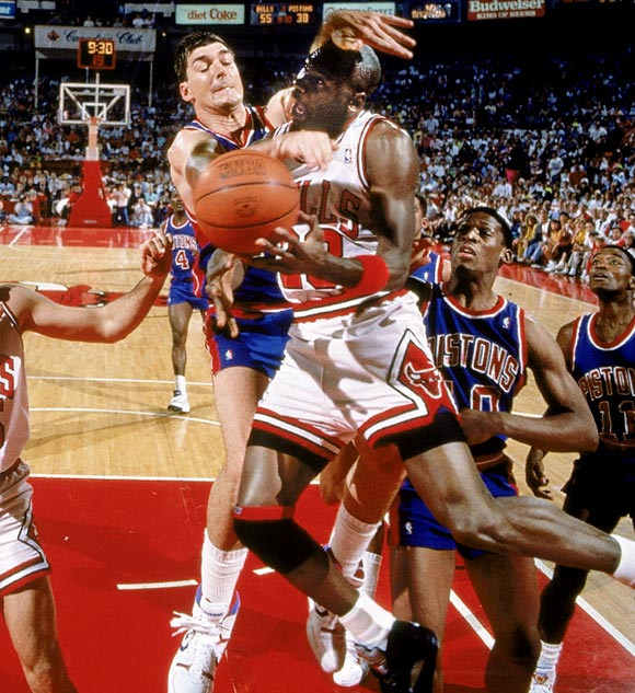 Michael-Jordan-Bill-Laimbeer-flagrant-foul