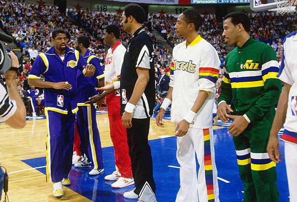 Les superbes uniformes des années 80 seront là pour la présentation des équipes. C'est la classe à Dallas