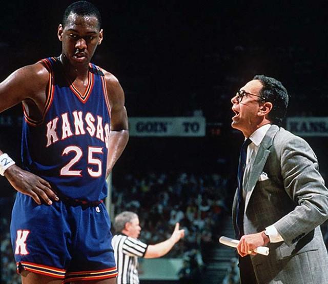 """-""""On se calme! On se calmeeeeeeeee!!!!!! ON SE CALMMEEEEEEEEEEEEEE!!!!"""" -""""Arrêter de paniquer coach, c'est juste une finale NCAA. Par contre, çà pourrait vous être utile quand vous entrainerez Allen Iverson."""""""